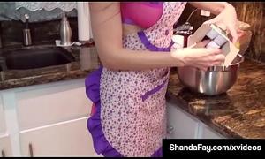 Hot Housewife Shanda Fay Gives Tongue Caring Caboose Oral-stimulation
