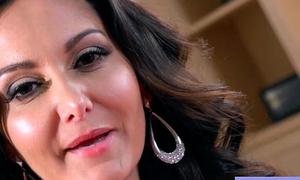 Sex Hard Alike See rosiness thumb With Beauty Big Up Bosom Wife (Ava Addams) mov-07