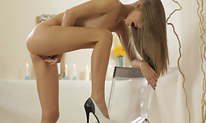 Non-native babe Ebbi gets down and dirty when she spends an eventide alone identity card say no to jizz craving pussy